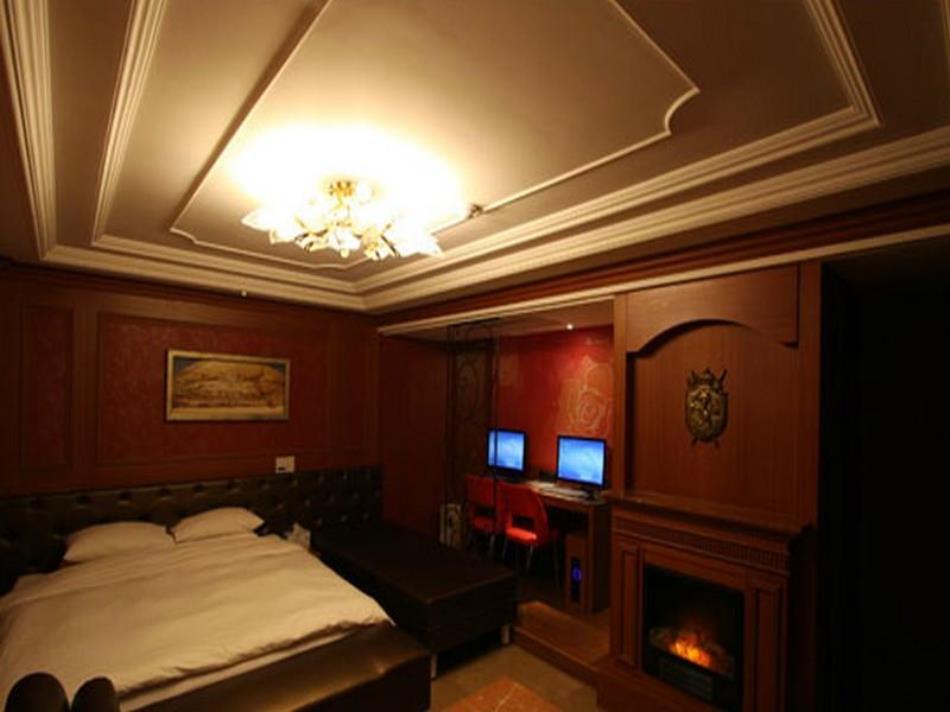 DH Naissance Hotel