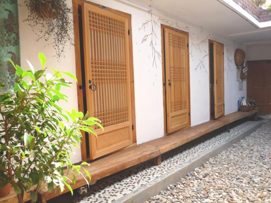 Raon Hanok Guesthouse