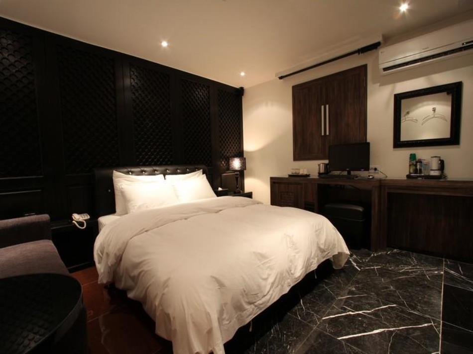 A Seven Hotel