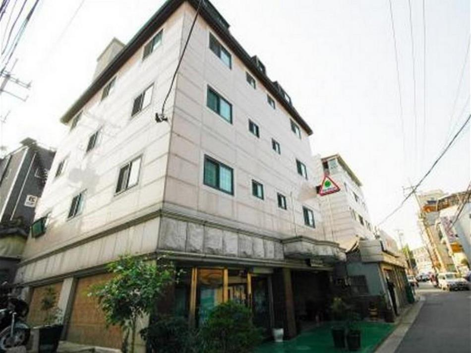 Yims House Hotel